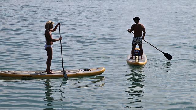 stand up paddle na wodzie